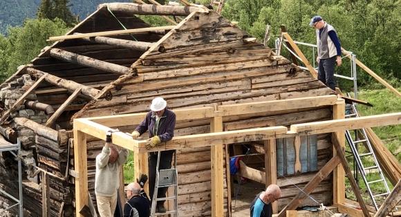Hyttefolket restaurerer forfallen stølsbu