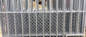 Byggefirma i Hol fiksar saltsteingrindene