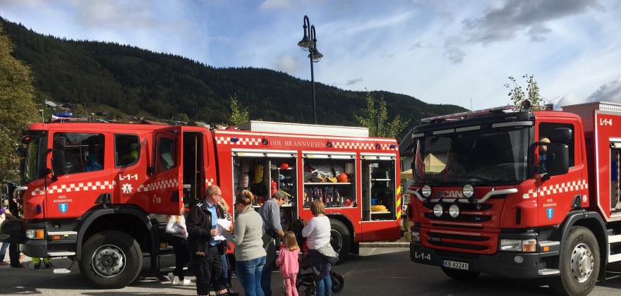 Åpen dag på brannstasjonene i Hallingdal