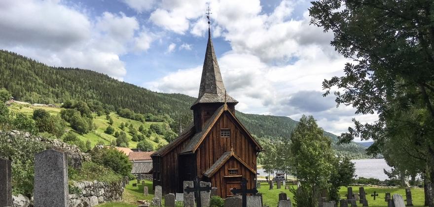 Klart for stjernegalleri i Hol gamle kyrkje