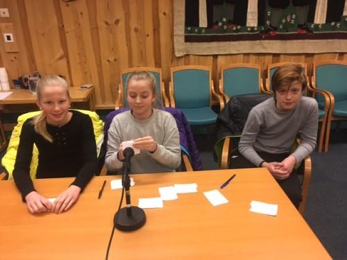 !Gol 3: Selma Vik Eidsgård, Aurora Bråten Halden og Birk Sannes.