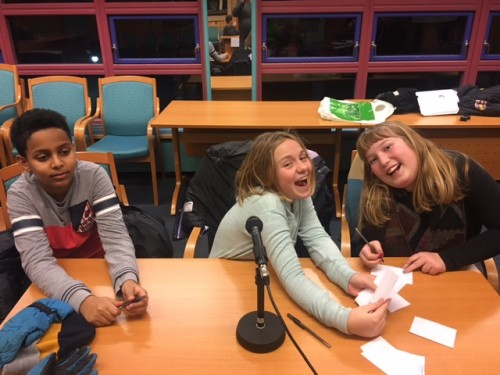 !Nedre-Ål 1: Haram Samuel Debesay, Helle Kaslegard og Anne Birgit Kaslegard Frydenlund.