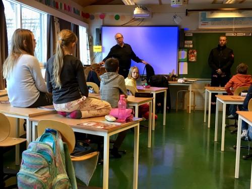 !Lydhøre elever ved Hallingskarvet skole