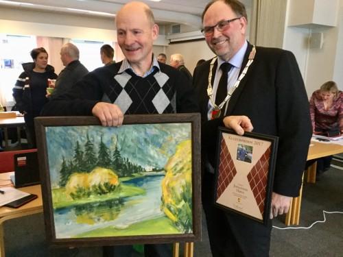 !Kulturprisen 2017 tildelt Johannes Høva på dagens kommunestyremøte av ordfører Tore Haraldset. (Foto: Terje Engebakken)