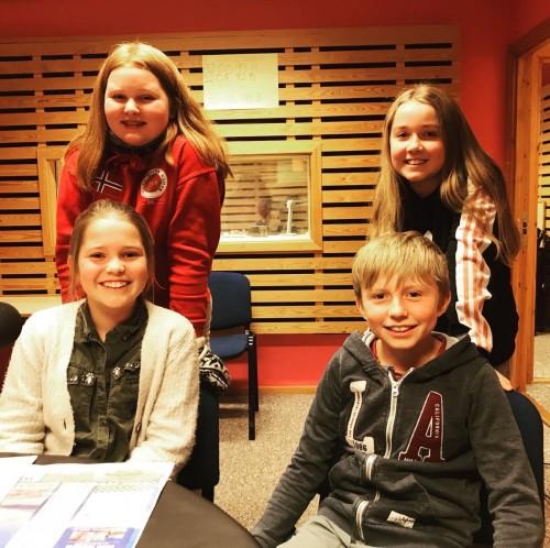 ! LAG GOL 2 BESTO AV: (Bak f.v) Line Marie Tveito, Mie Sofie Løvseth Bøe (reserve), Tilde Hole Standos (foran) og Lars Olav Roe.